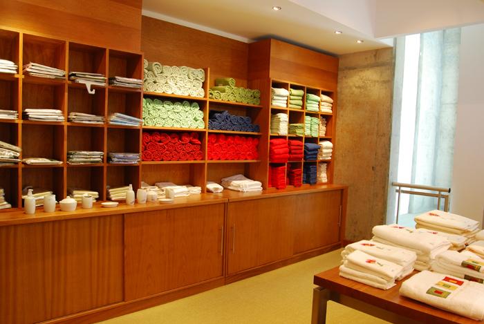 Mueble expositor de toallas roble brasile o for Muebles para toallas
